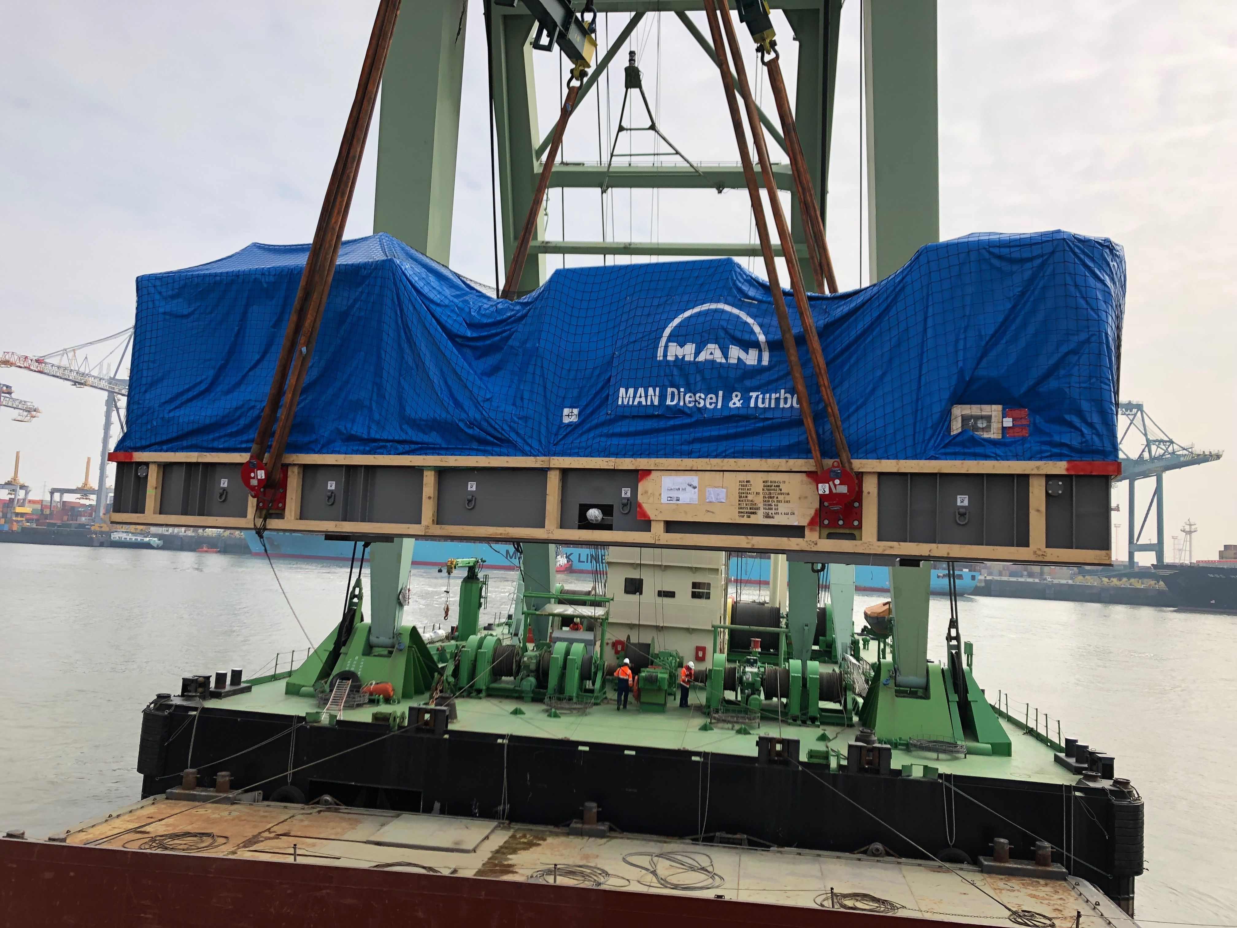 1 / 30 Project ex Antwerp to Hong Kong - 6 Heavy Lift Units - loaded as Breakbulk on Container vessel on bed of 18x40'Flat Rack (3 units each 900x430x430cm each 62'500 kgs + 3 units each 1245x482x455cm each 104'000 kgs)